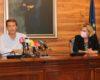 El alcalde de Torrox, Óscar Medina, ha recibido este martes a la delegada en Málaga de Empleo, Formación e Industria, Carmen Sánchez, para presentar la Iniciativa AIRE a través de la cual la Junta de Andalucía realizará una inversión cercana a los 235.000 euros en el municipio para crear 26 puestos de trabajo.