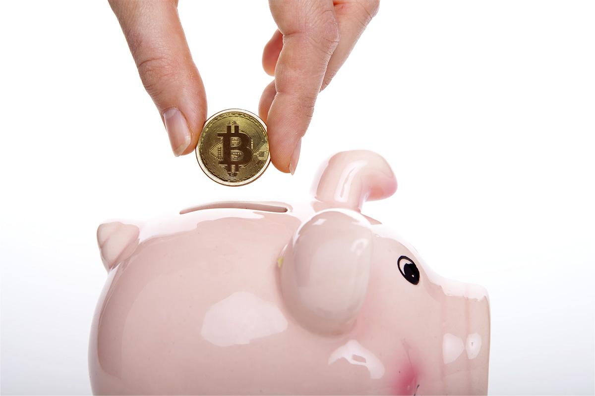 ahorrando bitcoins en un cochinito