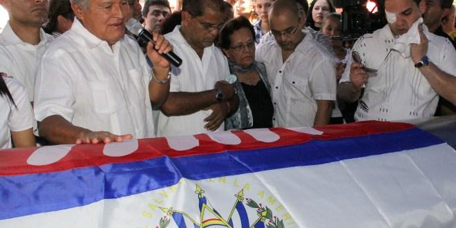 Centenares de personas acompañaron  a Oscar Ortiz en las exequias de su padre