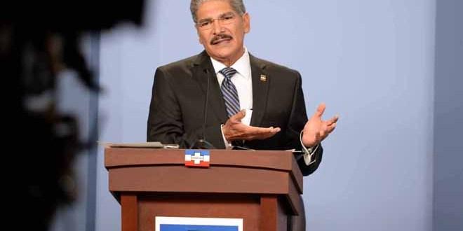 Norman Quijano ataca programas sociales de sus oponentes políticos