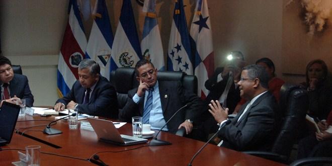 Legislador urge agilizar investigación de expresidente salvadoreño