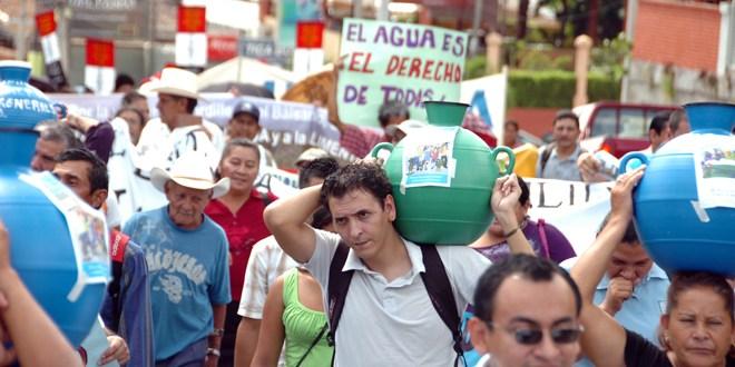 Juntas de agua enfrentan amenazas  de contaminación y servidumbre de paso