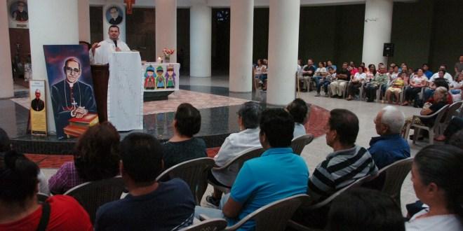 Fieles católicos esperan que en el 2014 se avance proceso de canonización de Monseñor Romero