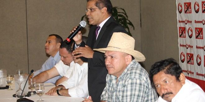 Alcaldes de otros partidos políticos  y profesionales apoyan al FMLN