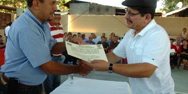 Reconocen obra de hombres y mujeres en San Pedro Masahuat