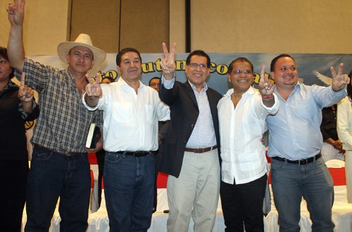 ALCALDES DE SAN MIGUEL Y TOMAS CHEVEZ SE UNEN A LA FORMULA DEL FMLN