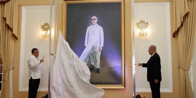 Bautizan Salón de Honor Presidencial  con el nombre de Monseñor Romero