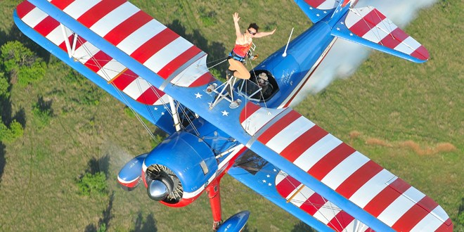 "Llega Ilopango Airshow 2014 ""The flying circus"""