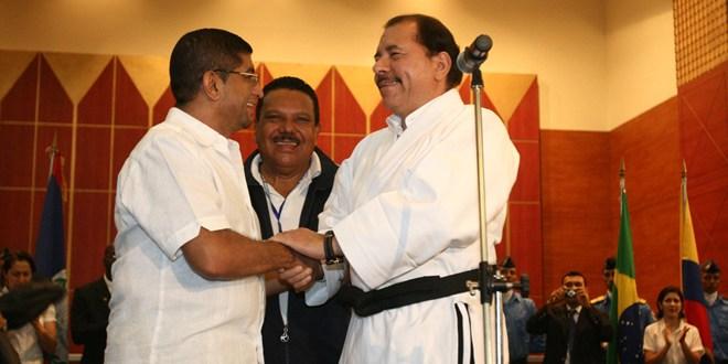 Oswald Mata expande conocimiento de karate
