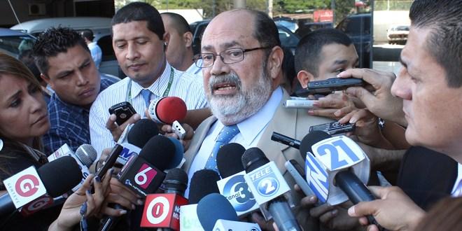 """Paco Flores """"agarró"""" $ 30 millones  sin autorización legislativa"""