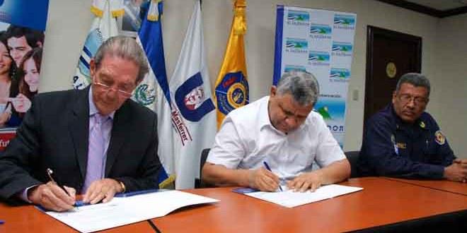 Cuerpo de Bomberos y USAM firman convenio de cooperación