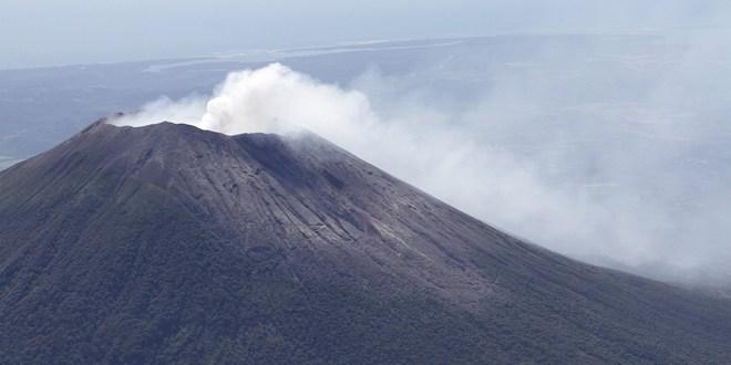 Continúa emanación de gases  en Volcán Chaparrastique