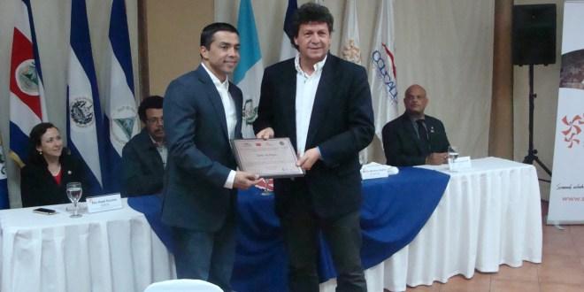 El Salvador traspasa presidencia de CODICADER a Guatemala