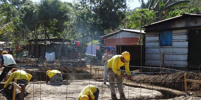 Beneficia a familias con la construcción de viviendas