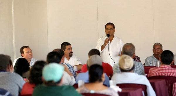 Oscar Ortiz expone propuestas a  sector agrícola y ganadero