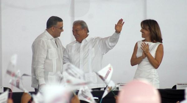Sánchez Cerén firma pacto para la defensa  de los derechos de las mujeres