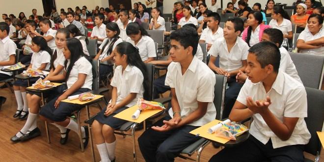 Suman más escuelas a programa EDUBECAS
