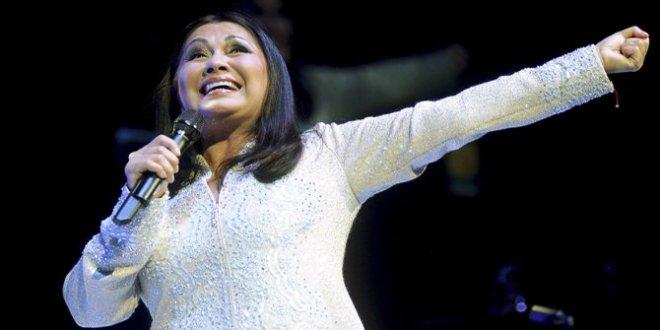 Simplemente Ana Gabriel:  Una voz para los corazones  rotos en El Salvador