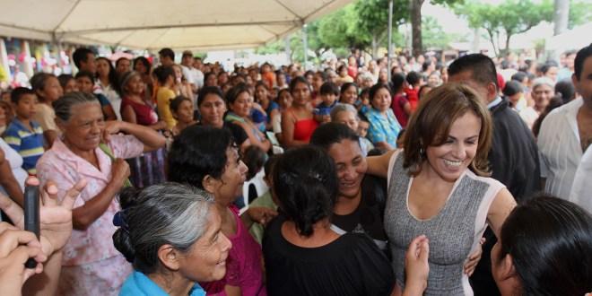 Primera Dama celebra con madres  de pueblos originarios