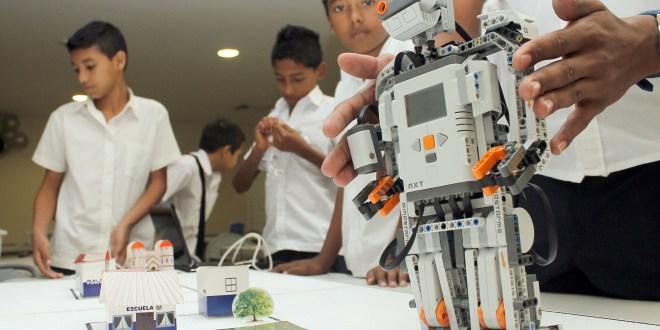 Se amplía el programa de Robótica educativa en El Salvador