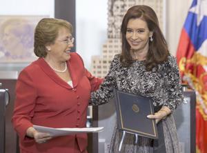 Bachelet y Kirchner reactivan proyectos que vinculan a Sudamérica con Asia