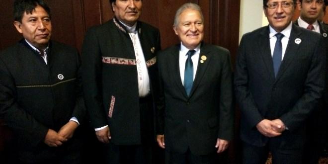 Sánchez Cerén asiste a toma de posesión  de nuevo presidente costarricense
