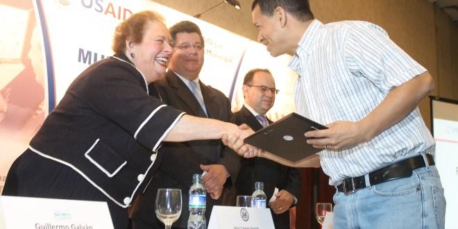 Reconocen el trabajo de desarrollo a 50 municipios del país