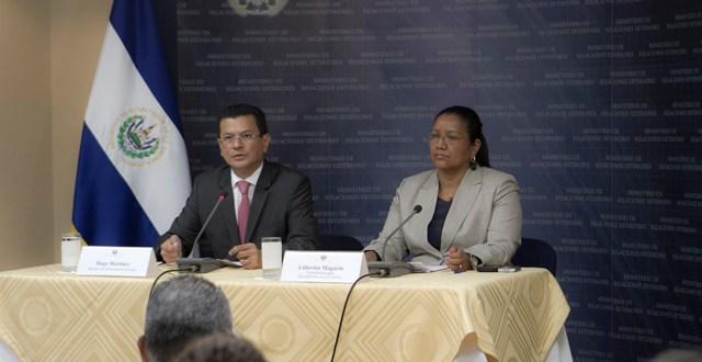 Diplomacia salvadoreña supervisó situación de menores detenidos en Arizona