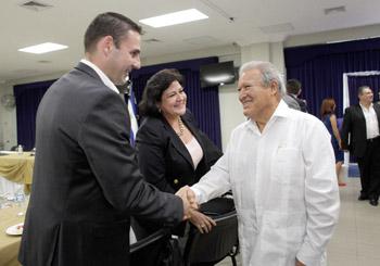 Presidente Sánchez Cerén se reúne con dirigentes políticos