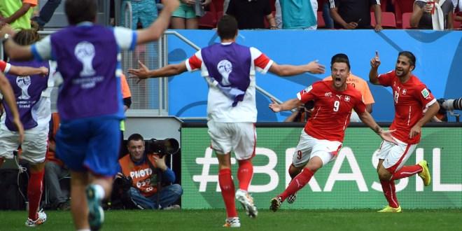 Suiza arranca con agónica victoria sobre Ecuador