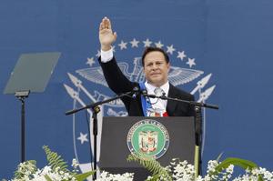 Varela asume como presidente de Panamá y promete terminar ampliación del Canal