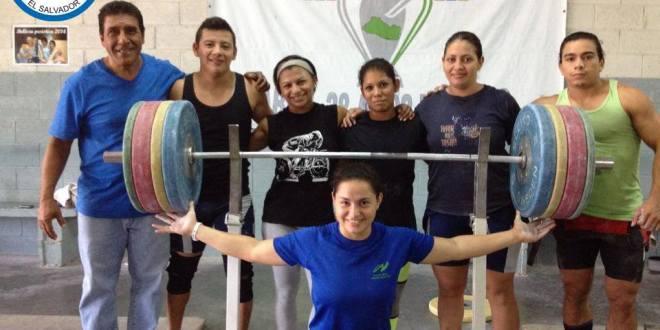 Atletas de halterofilia presentes en festival panamericano
