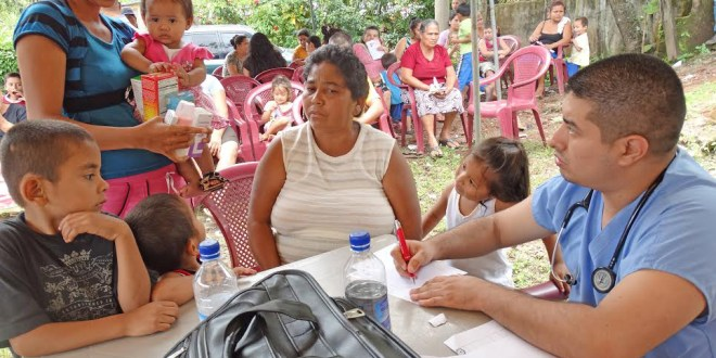 Desarrollan jornada médica en comunidades de bajos recursos