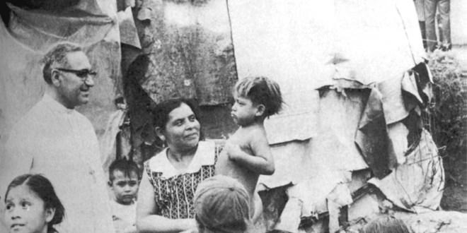 Monseñor Romero estableció una sólida relación entre la iglesia y la historia del país