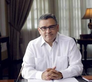 Ex-presidente Funes desiste  de procesos contra areneros
