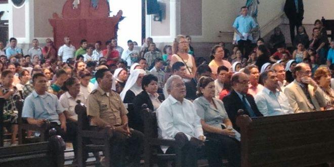 Presidente Sánchez asiste a misa de natalicio de Monseñor Romero