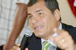 Presidente de Ecuador arremete contra la SIP en Guatemala