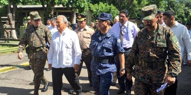 """Presidente exhorta a la FAES permanecer """"incorruptible"""" ante grupos criminales"""
