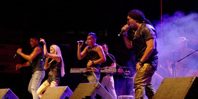 D.T. estuvo de promoción en El Salvador