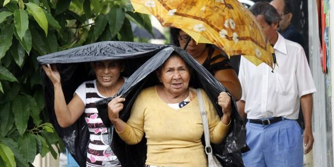 Tráfico y lluvia en San Salvador
