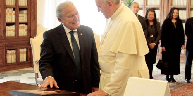 Presidente Sánchez Cerén expresa dicha por  reconocimiento  del martirio de Romero