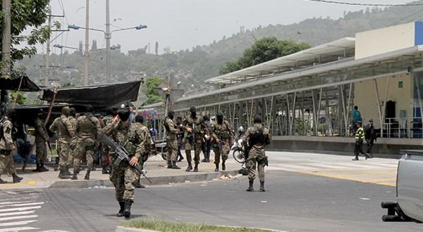 Detienen a tres sospechosos por muerte de dos soldados