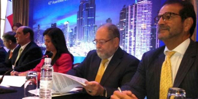 La SSF de El Salvador firma convenio con Superintendencia de Valores de Panamá