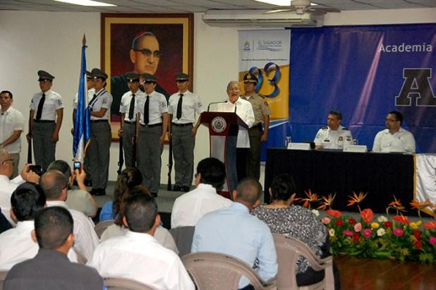 El presidente de la República Salvador Sánchez Cerén resalta los logros de la ANSP, durante el discurso de celebración del 23 aniversario de fundación de la corporación policial. Foto Diario Co Latino / Josué Parada