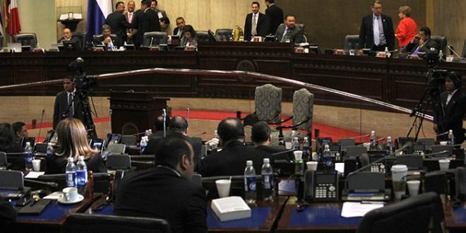 FMLN apoya impuesto a compañías  telefónicas y oposición lo rechaza