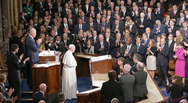 Papa critica ante el Congreso la pena de muerte y el tráfico de armas