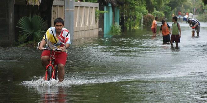 Incremento en el nivel de esteros genera inundaciones en La Paz y Usulután