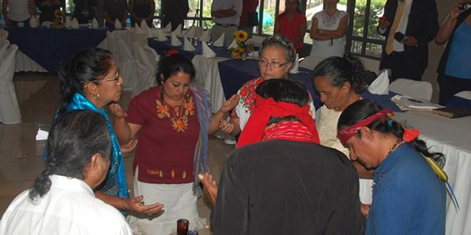 """Mujeres indígenas exigen  """"comunicación constante con el Gobierno"""""""
