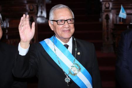 Alejandro Maldonado asume como Presidente de Guatemala