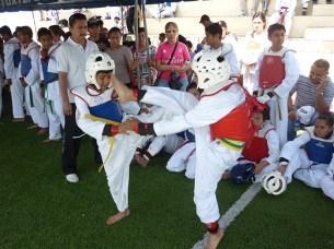 La emoción en cada combate fue evidente con la destreza de los atletas que compitieron en el tope amistoso. Foto Diario Co Latino/ Juan Carlos Villafranco.